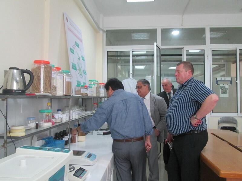 Học Hóa học chương trình quốc tế