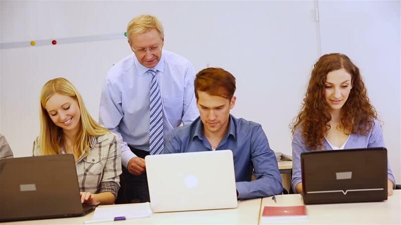 Chương trình dạy Kinh tế bằng tiếng Anh-study