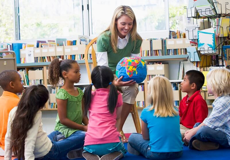 giáo viên dạy chương trình bằng tiếng Anh