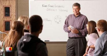 Học cách dạy Sinh học bằng tiếng Anh