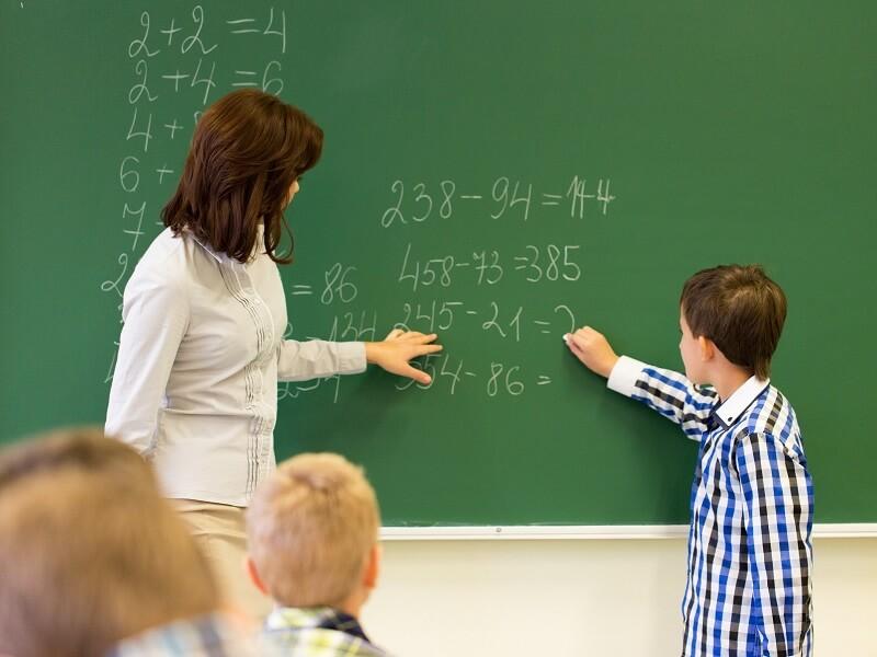 Giáo viên dạy Toán bằng tiếng Anh